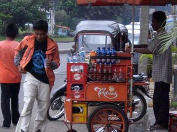 Pedagang Minuman di TMII Kantongi Rp5 Juta/Hari