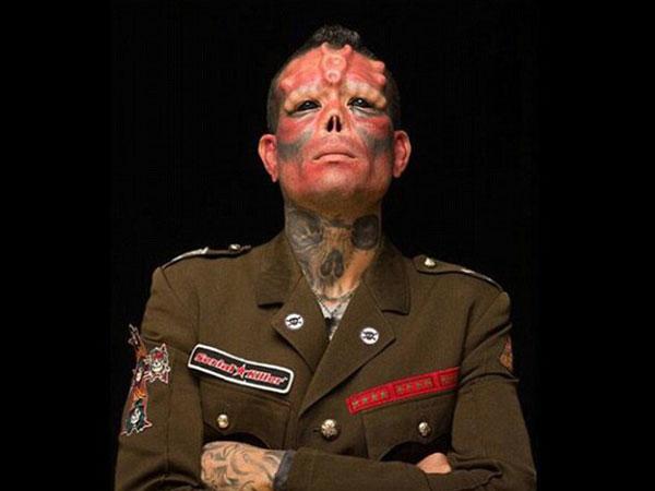 Wujudkan Keinginan Sejak Kecil, Pria Ini Rela Habiskan Ratusan Juta Demi Mirip Red Skull