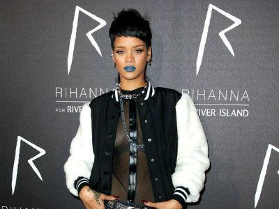 Konser Molor Satu Jam Lebih, Penggemar Rihanna 'Ngamuk'!
