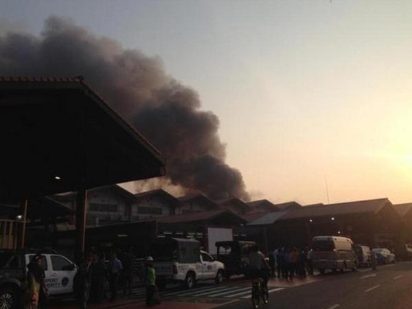 Bandara Soekarno-Hatta Dilalap Api, Penerbangan Tertunda