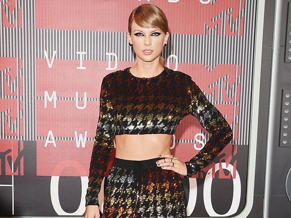 Taylor Swift Dituduh Gunakan Narkotika di Belakang Panggung MTV VMA 2015