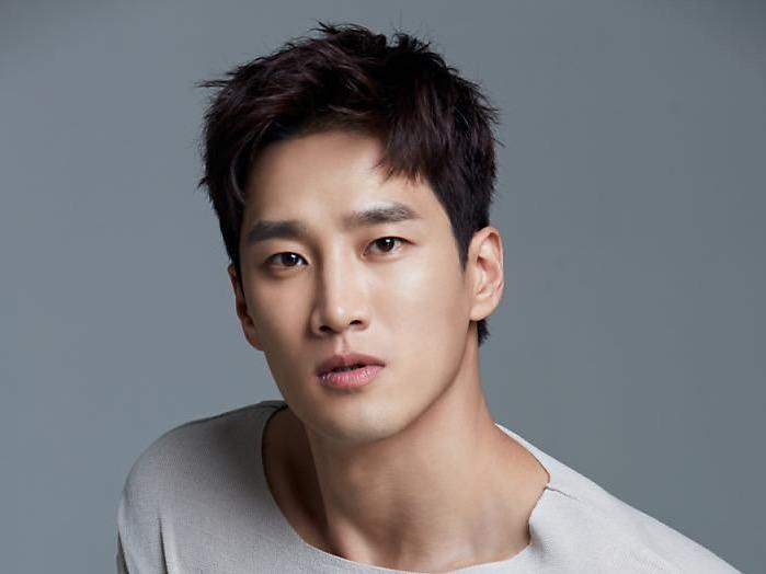 Ahn Bo Hyun Umumkan Hasil Tes COVID-19, Syuting Drama Terbarunya Ditunda