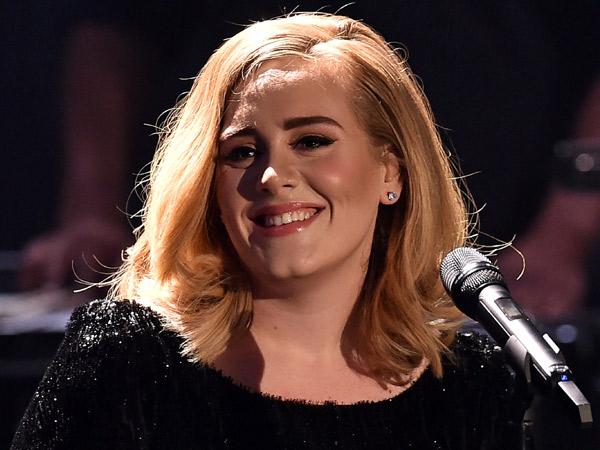 Bantah Persembahkan Konsernya, Adele Ngaku Tak Peduli dengan Brangelina