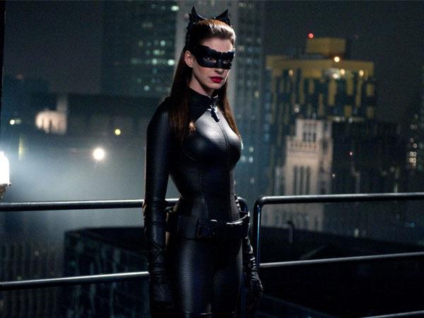 Ingin Tampil Kembali, Mungkinkah Catwoman Muncul Dalam Film Solo Terbaru Batman?