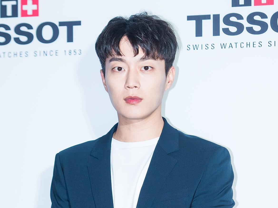 Doojoon Highlight Mendadak Mulai Wamil Minggu Ini, Bagaimana Nasib Drama 'Let's Eat 3'?