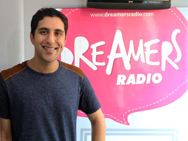 Penyanyi Amerika Serikat Raef Bicara Tentang Musik Positif di FridayKustik Malam Ini