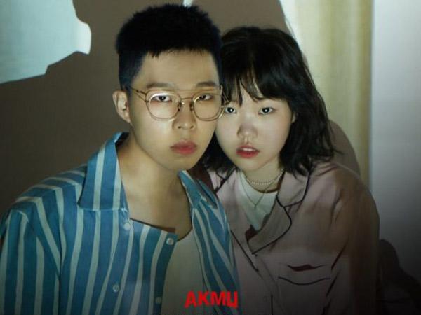Akdong Musician Berpetualang Taklukan Rasa Takut di MV Comeback 'Dinosaur'
