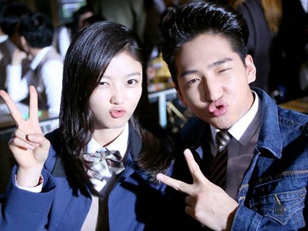 Nonton Sepakbola Bersama, Baro B1A4 dan Kim Yoo Jung Pacaran?