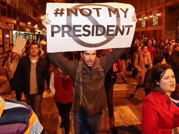 Ketakutan, Ribuan Warga AS Demo Tolak Trump Jadi Presiden