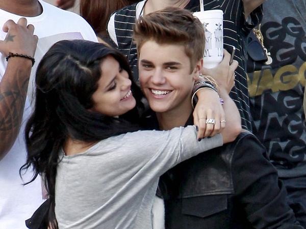 Masih Sering Dikirimi Pesan Teks Oleh Justin Bieber Buat Selena Gomez Gagal Move On?