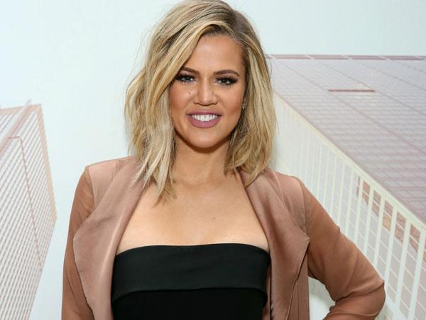 Khloe Kardashian Dikritik Pedas Oleh Netizen Perkara Elus Perut Hamilnya, Berlebihankah?