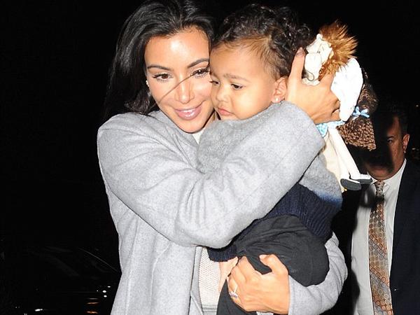 Kim Kardashian Sedih Tak Rayakan Hari Ibu Bersama North West