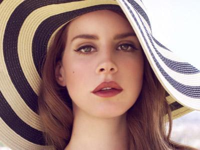 Wah, Lana Del Rey Bunuh Diri di Video Musik 'Summertime Sadness'!