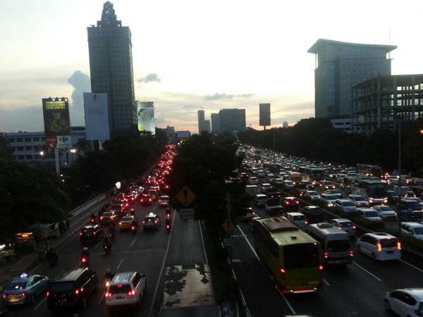 Libur Panjang Akhir Pekan, Sejumlah Ruas Jalan di Ibu Kota Mulai Padat