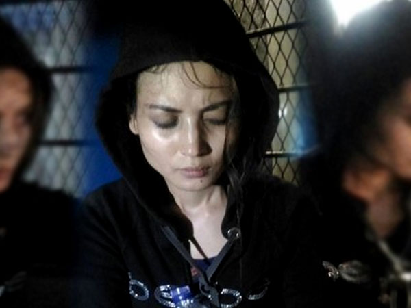 Teriak-teriak Histeris di Jalanan, Model Novi Amalia Kembali Berulah dan Bikin Heboh Warga!