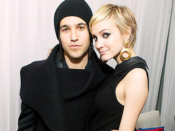 Usia Terlalu Muda Jadi Alasan di Balik Perceraian Pete Wentz dan Ashlee Simpson?
