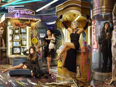 Yuk, Intip Kartu Natal Spektakuler Keluarga Kardashian!