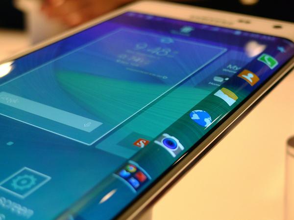 Samsung GALAXY Note 5 akan Hadir dengan Layar yang Melengkung?
