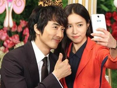 Song Seung Hun Ngedate bareng Shin Se Kyung di Taman Bermain