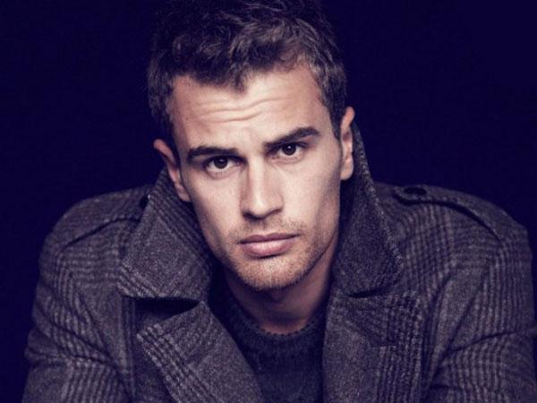Bintang 'Divergent' Theo James Siap Pimpin Vampir Perangi Manusia!