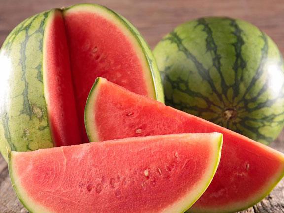 Ada Cara Unik untuk Menentukan Mana Sih Semangka yang Manis dan Enak!