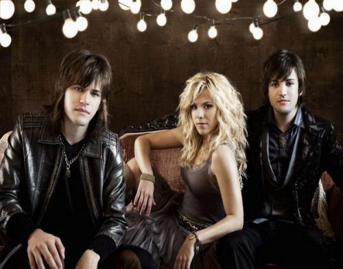 The Band Perry Raih Penghargaan CMA Awards