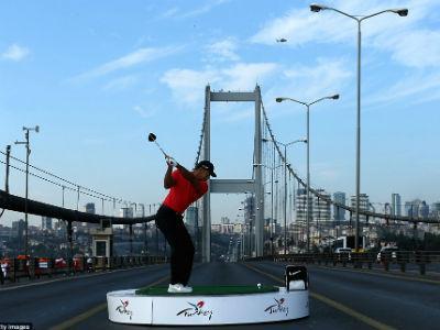 Tiger Woods Pukul Bola Golf di Eropa, Jatuh ke Asia!