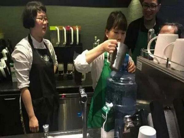 Kocaknya Kelakuan Pelanggan yang Mau Dapat Promosi Starbucks Gratis Ini!