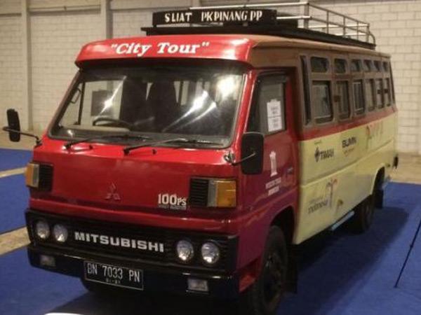 Nostalgia Lewat Sederet Bus Jadul yang Unik Mulai Tahun 1960-an Ini!