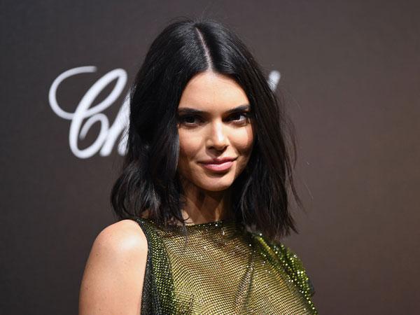 Pakai Gaun Transparan, Kendall Jenner 'PD' Pamer Bagian Dada di Cannes Film Festival!
