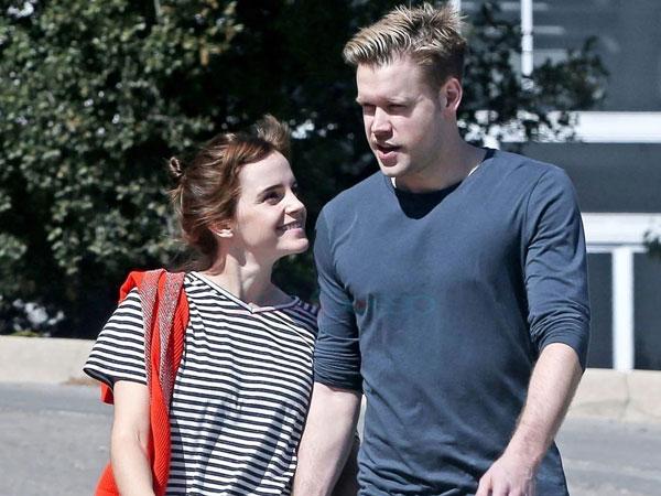 Sempat Dikabarkan Putus, Emma Watson Terlihat Berciuman Dengan Kekasihnya, Chord Overstreet!