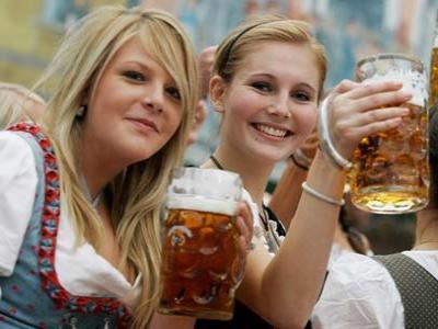 Festival Bir Jerman Diramaikan Pakaian Tradisional Bavaria