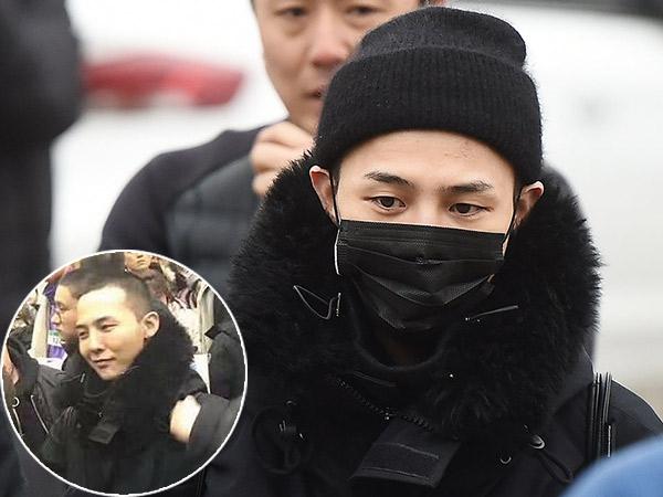 Foto-foto G-Dragon Berkepala Plontos di Upacara Penyambutan Anggota Militer Baru