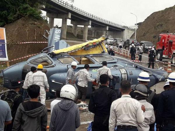33helikopter-jatuh.jpg