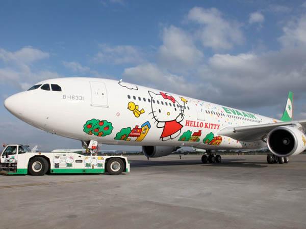 Mau Coba Terbang Bareng Hello Kitty?