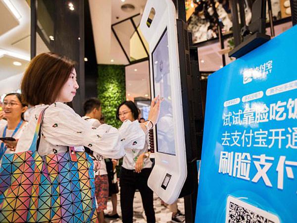 Canggihnya Gerai KFC di China yang Gunakan Senyum Sebagai Metode Pembayaran
