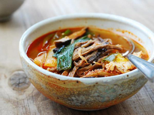 Hangatkan Diri dengan Rangkaian Lezat dari Sup Korea