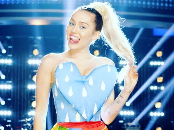 Makin Sayang, Inikah Bukti Cinta Miley Cyrus untuk Liam Hemsworth?