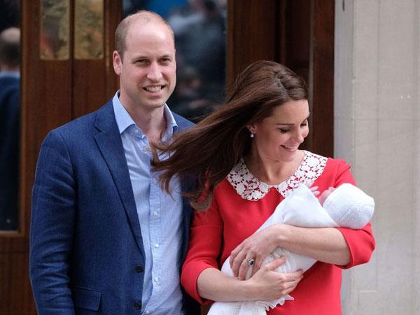 Beredar Viral Foto Pangeran William Mengantuk Saat Bertugas Pasca Sambut 'Baby Number Three'