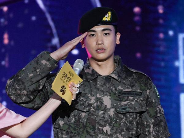 Park Hyung Sik Tampil Gagah Pakai Seragam Militer di Blue Dragon Film Awards
