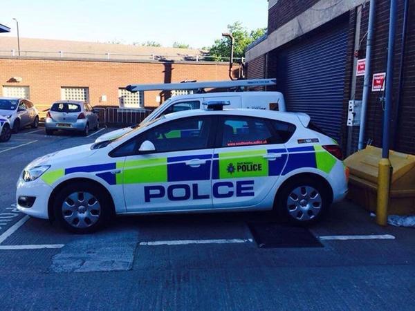 Gara-Gara Typo, Mobil Polisi di Inggris Ini Jadi Lelucon di Internet!