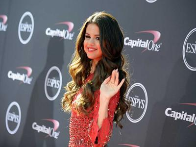 Intip Gaya Selena Gomez di Red Carpet ESPY Awards 2013