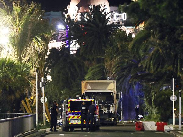 Inilah Detik-Detik Memilukan Truk Brutal Tabrak Kerumunan Orang di Nice, Perancis!