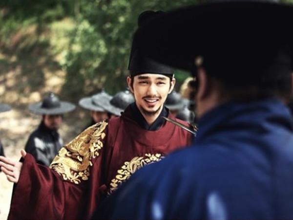 Jadi Penipu Ulung, Yoo Seung Ho Berubah Jadi Gadis Cantik Hingga Raja di Potongan Gambar Film 'Kim Sun Dal'