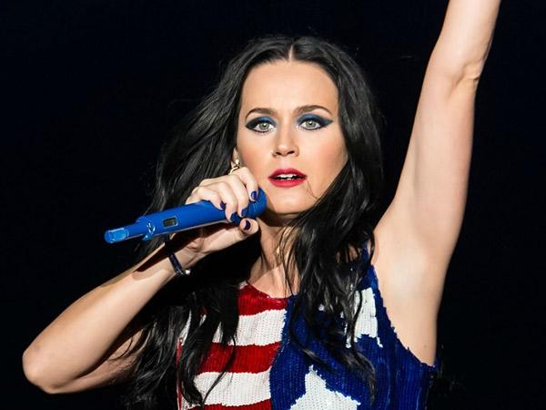 Batalkan Konser di China, Katy Perry Masih 'Shock' dengan Kekalahan Hillary Clinton?