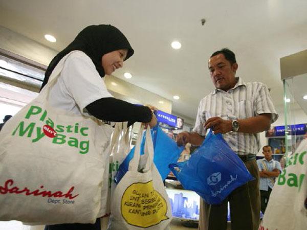 Dibanderol 200 Rupiah, Kota Bogor Mulai terapkan Kantong Plastik Berbayar di Supermarket