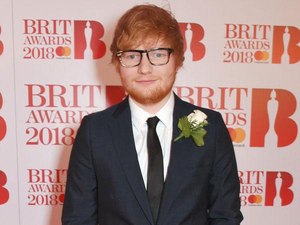Terlihat Sudah Pakai Cincin, Ed Sheeran Diam-Diam Telah Menikah?