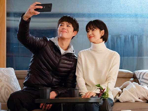 Adegan Ciuman Song Hye Kyo dan Park Bo Gum Dongkrak Rating Drama 'Encounter'