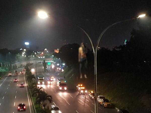 Seorang Pria Ditemukan Nekat Gantung Diri di Tiang Lampu Tol JORR