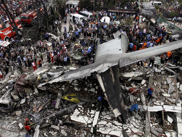Pesawat Hercules C-130 Merupakan Barteran Pilot CIA yang Ditawan Indonesia